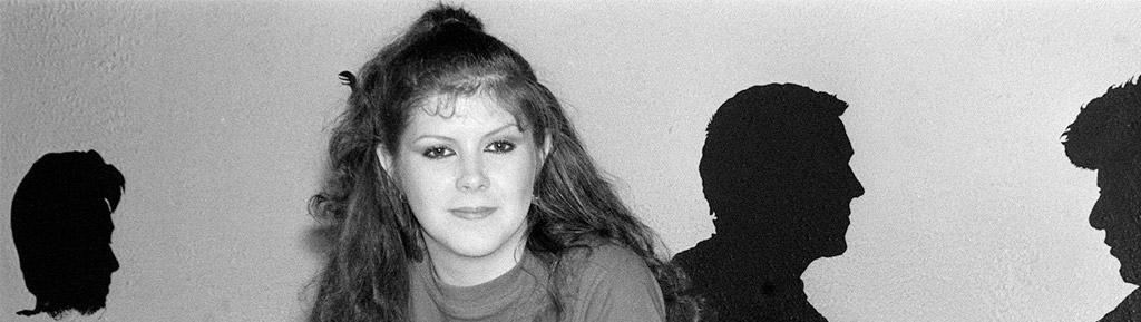Kirsty MacColl: There's a Guy Works Down the Chip Shop